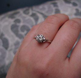 Bague de fiançailles avec diamant : laquelle choisir ?
